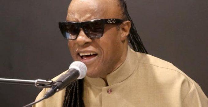 65 настай Дуучин Stevie Wonder хосын амьдралдаа цэг тавьлаа