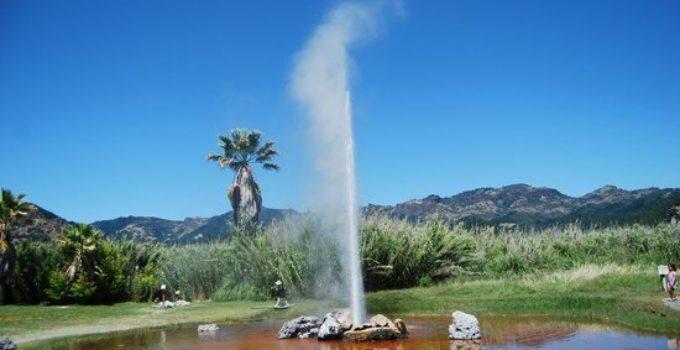 old-faithful-geyser-of